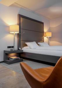Ein Bett oder Betten in einem Zimmer der Unterkunft Zum Löwen Design Hotel Resort & Spa