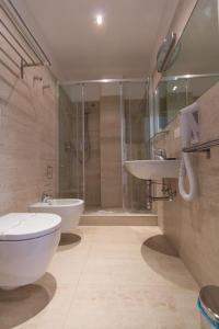 A bathroom at Relais Star of Trastevere