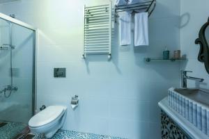 A bathroom at Masal Apart