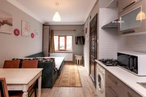 A kitchen or kitchenette at Masal Apart