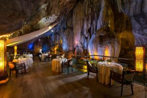 A restaurant or other place to eat at The Banjaran Hotsprings Retreat
