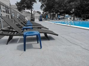 The swimming pool at or close to The Mariner Resort