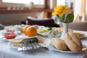 Frühstücksoptionen für Gäste der Unterkunft Stadt-gut-Hotel Westfalia