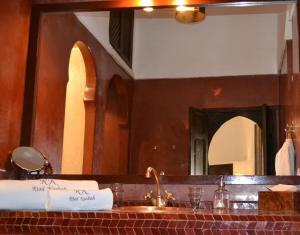 Een badkamer bij Riad Kasbah & Spa
