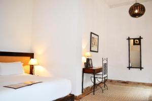 Een bed of bedden in een kamer bij Riad Kasbah & Spa