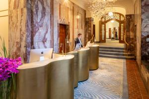 The lobby or reception area at Fraser Suites Hamburg
