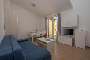 A seating area at Apartmani Svjetionik