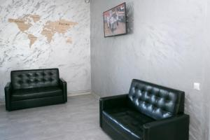 A seating area at PRO100HOSTEL.76