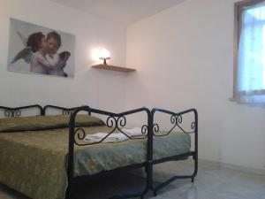 A bed or beds in a room at Abbraccio B&B