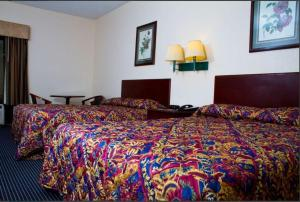 A bed or beds in a room at Country Hearth Inn-Union City