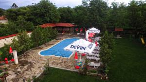A view of the pool at Guesthouse Cherni Lom or nearby