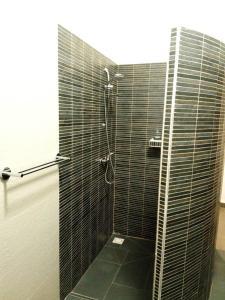 A bathroom at Le Calao du Lac Rose