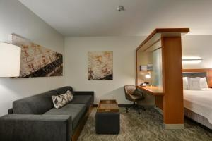 A seating area at SpringHill Suites Denver at Anschutz Medical Campus