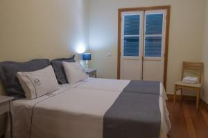 A bed or beds in a room at Apartments Madeira Santa Maria