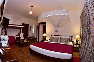 A bed or beds in a room at Colombo Villa at Cambridge Place
