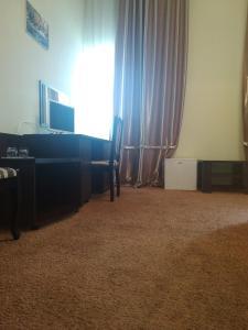 Телевізор і / або розважальний центр в 12 Months Mini Hotel