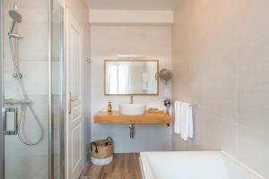 A bathroom at Auberge du Bon Laboureur Chenonceaux