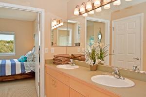 A bathroom at Outlook Condos at Oyhut Bay