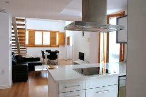 A kitchen or kitchenette at Apartamentos Edificio Palomar