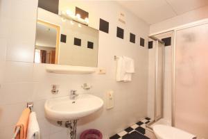 Ein Badezimmer in der Unterkunft Gasthof Iris