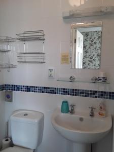 A bathroom at Ingleside