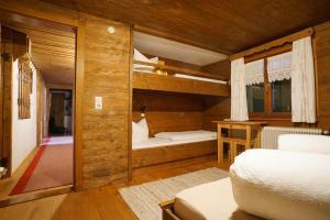 Ein Etagenbett oder Etagenbetten in einem Zimmer der Unterkunft Apartment Jaegerhaus