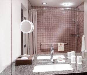 Ein Badezimmer in der Unterkunft Zum Löwen Design Hotel Resort & Spa