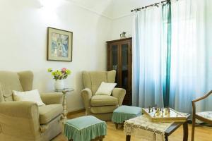 A seating area at Appartamento I Giardini del Teatro