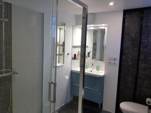 A bathroom at Apartment Avignon