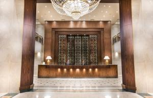 The lobby or reception area at Pyramisa Suites Hotel Cairo