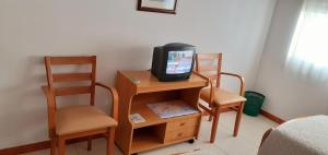 A television and/or entertainment center at Hostal El Cairo