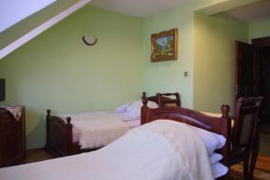 Łóżko lub łóżka w pokoju w obiekcie Dwor Sienkiewicz