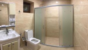 Um banheiro em Qaynama