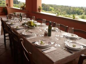 A restaurant or other place to eat at Agriturismo De Santis