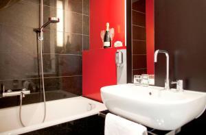 A bathroom at Art & Business Hotel