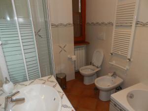 A bathroom at B&B Le Tre Civette