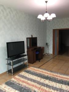 Телевизор и/или развлекательный центр в Apartment Kurortnyy 108/16