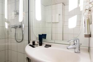 Um banheiro em Ibis Schiphol Amsterdam Airport
