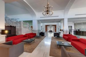 A seating area at Tryp Melilla Puerto Hotel
