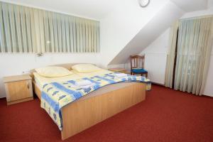 A bed or beds in a room at Gostilna Cvitar