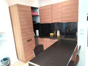 A kitchen or kitchenette at Old Town Mystery-