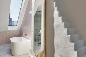 A bathroom at Little Albion, a Crystalbrook Collection Boutique Hotel