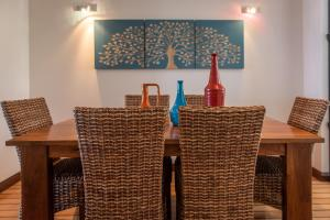 A restaurant or other place to eat at Marina Dreams- Airlie Beach