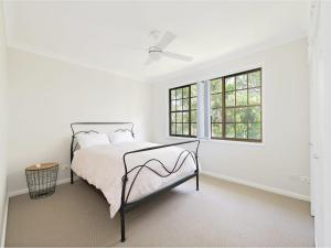 A bed or beds in a room at Amaroo Retreat @ Fingal Bay