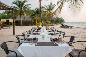 A restaurant or other place to eat at Samanea Beach Resort & Spa