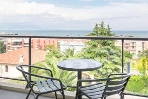 A balcony or terrace at Best Western Plus Antibes Riviera
