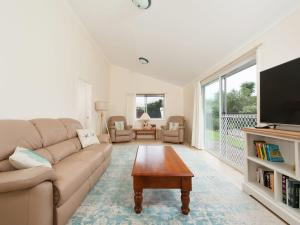 A seating area at Cerulean Blue @ Fingal Bay