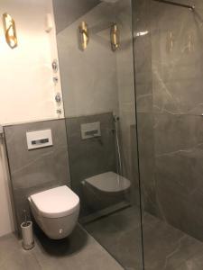 A bathroom at Luxury 85m2 Residence Marienplatz