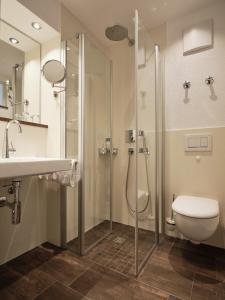 Ein Badezimmer in der Unterkunft Badhotel Restaurant Stauferland
