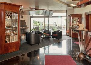 Lounge oder Bar in der Unterkunft Badhotel Restaurant Stauferland